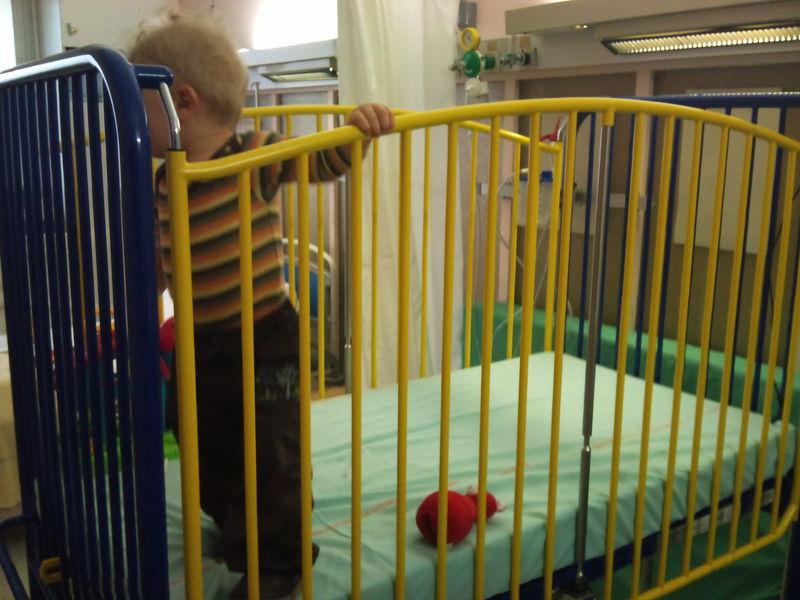 hospitalisation bébé lit cage