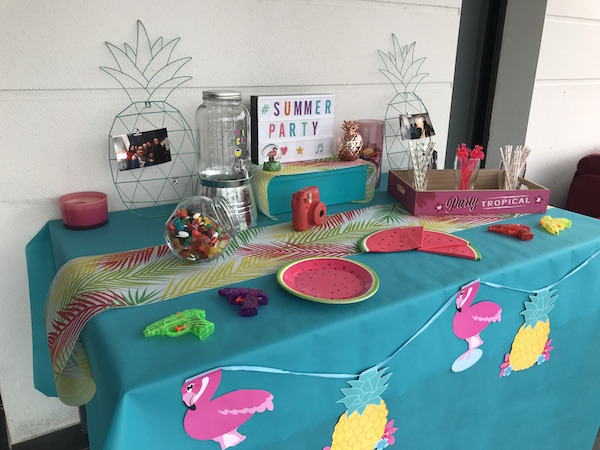 summer party sweet table